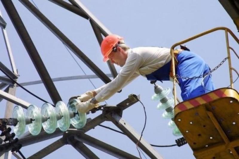 Через ремонтні роботи та підключення нових абонентів деякі мешканці міста тимчасово залишаться без світла або води