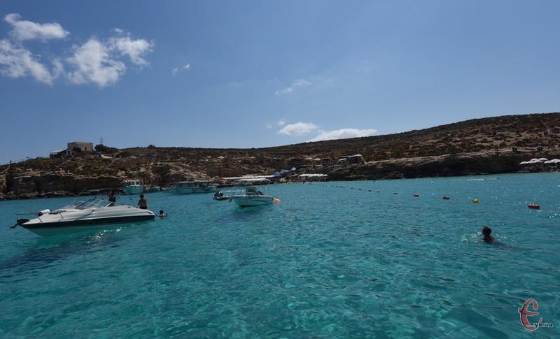 Блакитна лагуна на маленькому острові Коміно (Мальта).