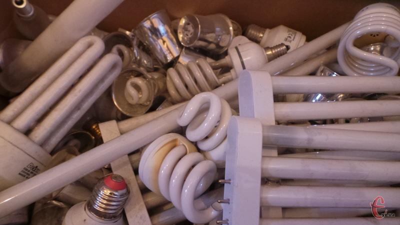 Лампи і батарейки прийматимуть на мобільних пунктах