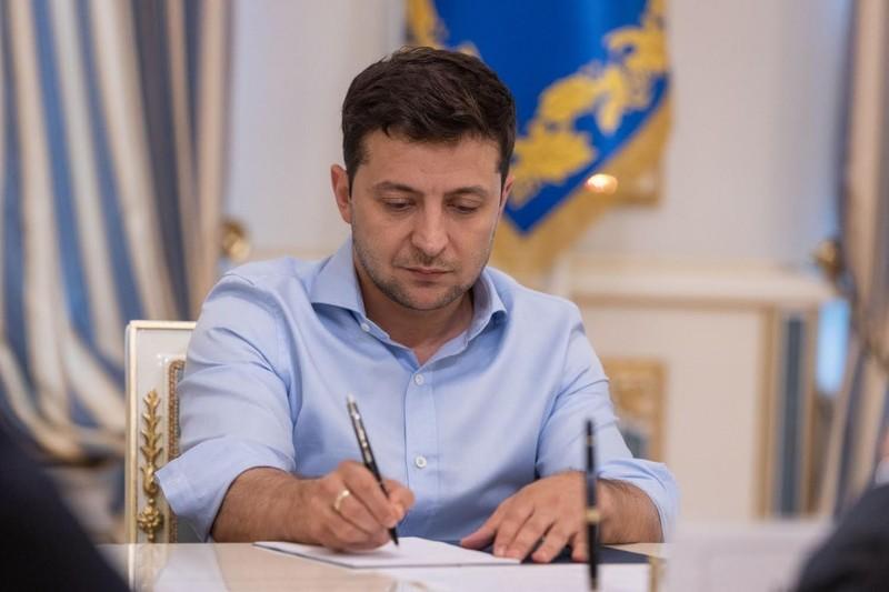 Підписаний президентом указ датований 28 квітням