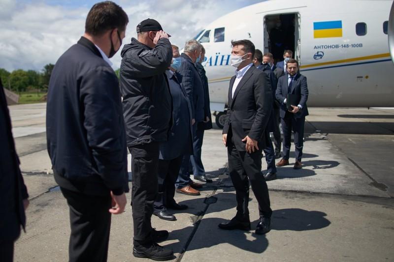 Літак Володимира Зеленського вже приземлився на території Хмельницької області