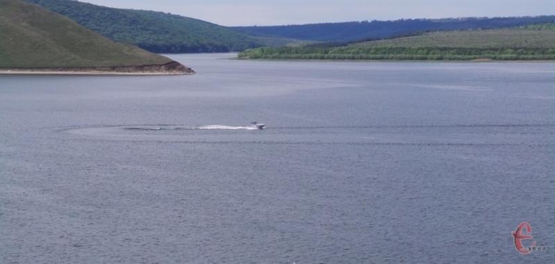 Землі прибережної захисної смуги уздовж Дністровського водосховища були передані незаконно