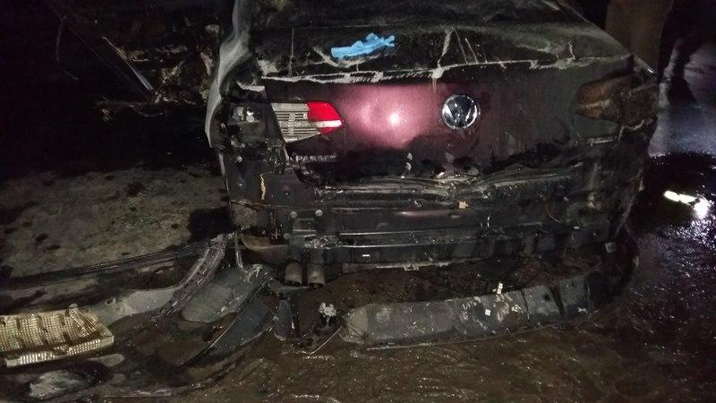 На жаль, водій та пасажир Фольксавагена згоріли в салоні автомобіля