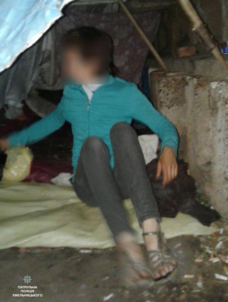 Жінку знайшли у закинутій будівлі в центрі міста.