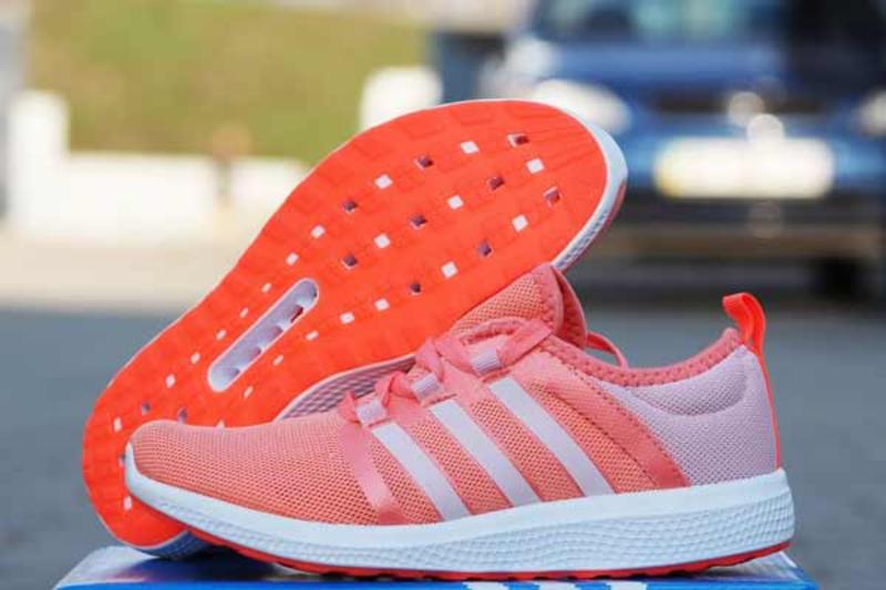 Перше, за що дівчата люблять кросівки, це комфорт.