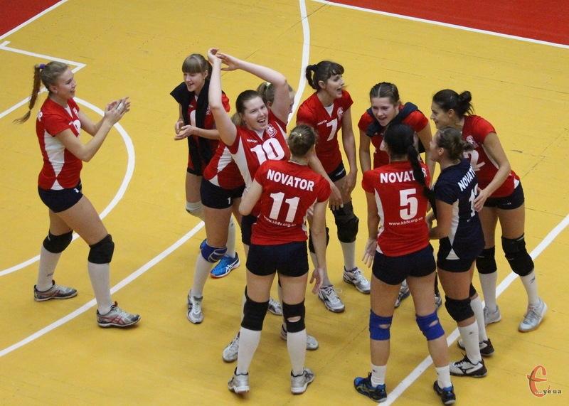 Волейболістки Новатора у перших двох матчах чемпіонату здобули 5 очок