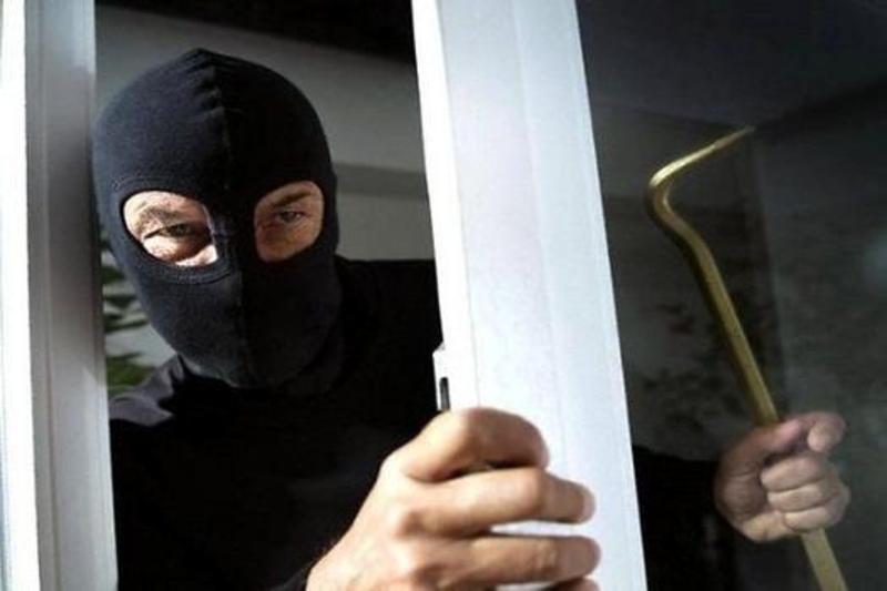 На період досудового слідства зловмисник знаходиться під домашнім арештом