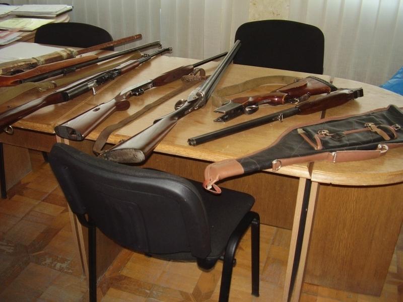 Крім зброї, до міліції принесли майже дві сотні боєприпасів