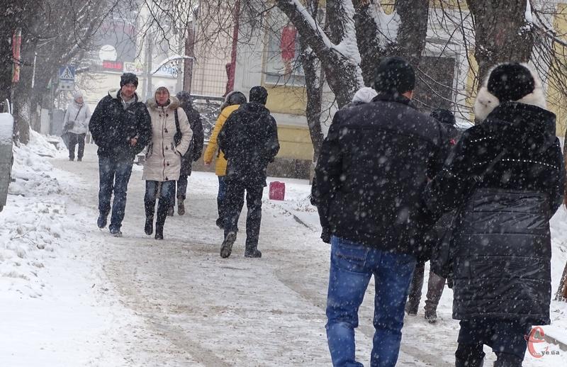 Пішоходів просять бути обережними та обачливими на пішохідних переходах
