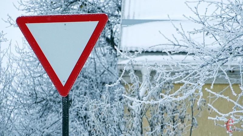 Рух транспорту ускладнить ожеледиця і налипання мокрого снігу