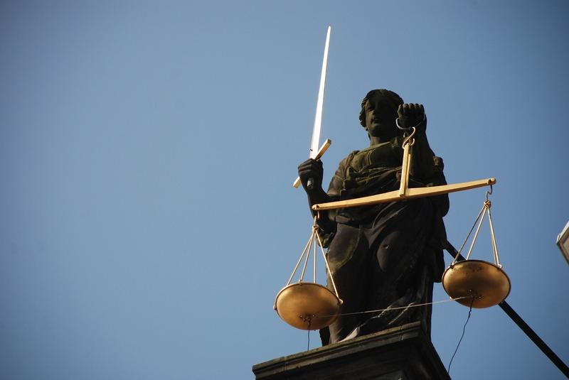 Віньковецький суд оштрафував жінку, що обманом отримала держдопомогу на догляд за психічно хворим чоловіком