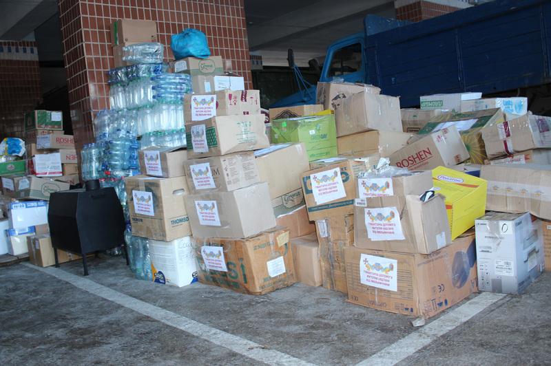 Терміново у всіх районах були організовані пункти збору гуманітарного вантажу
