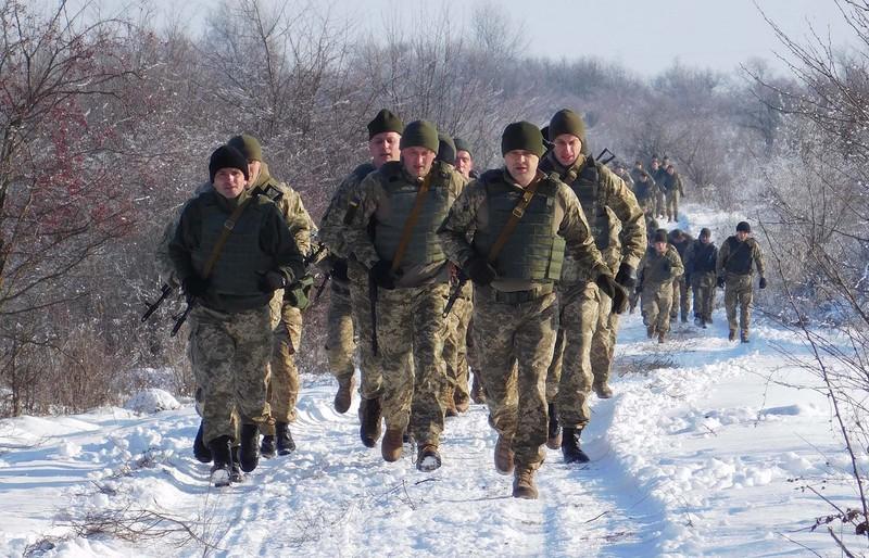 Кам'янецькі сапери привітали волонтерів та Збройні Сили з 25-річчям марш-кидком на 5 км