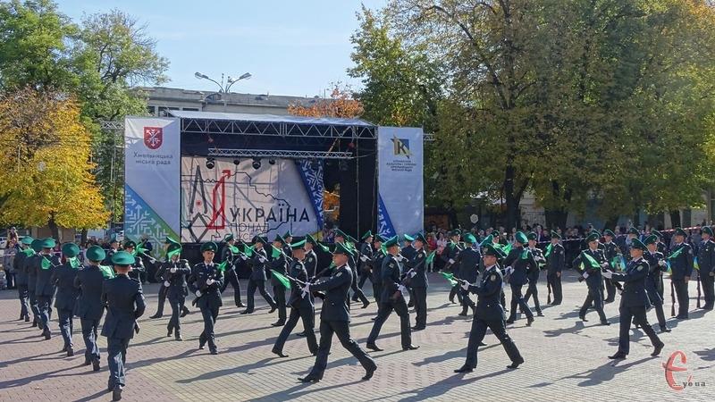 Розпочалися урочистості  плац-парадом курсантів академії прикордонної служби
