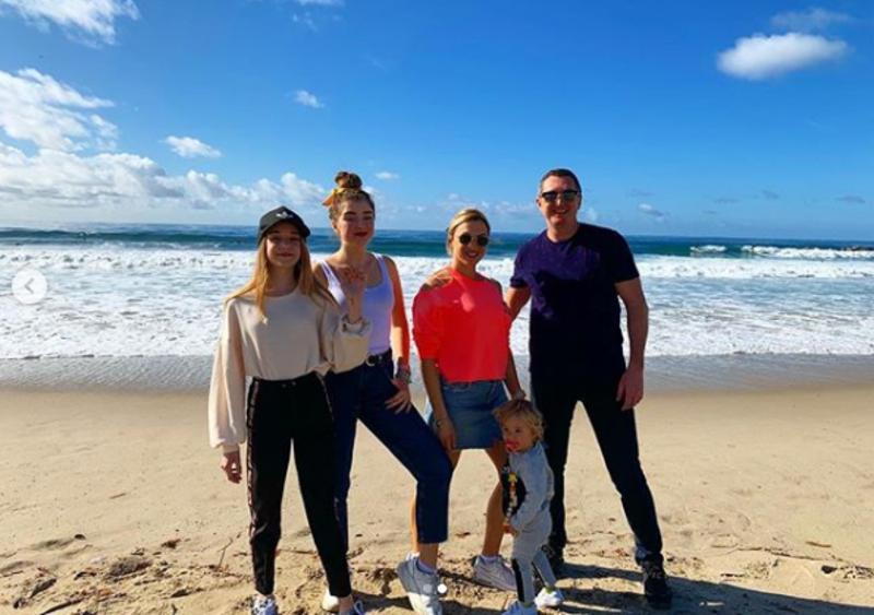 Вадим Мичковський з сім'єю на березі Тихого океану