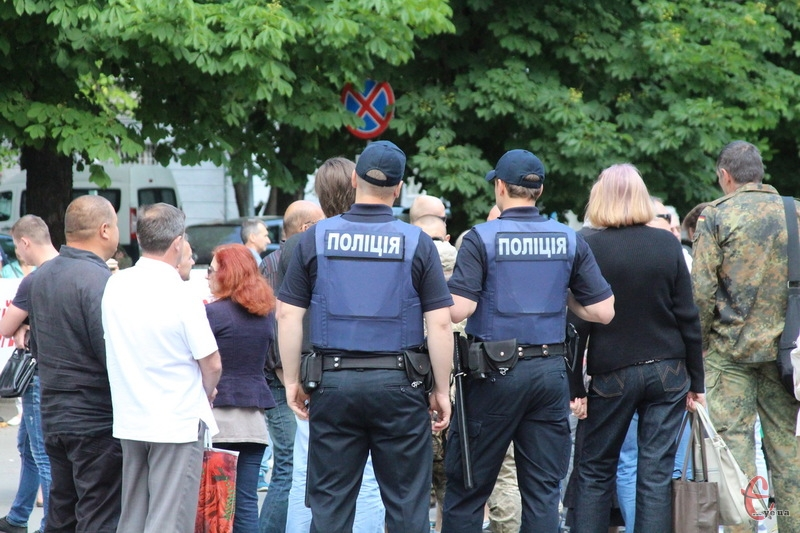 Поліції біля профспілок області було чимало - правоохоронці стежили, аби був порядок