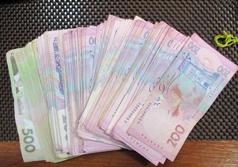 Чоловік обманув пенсіонера і вкрав гроші