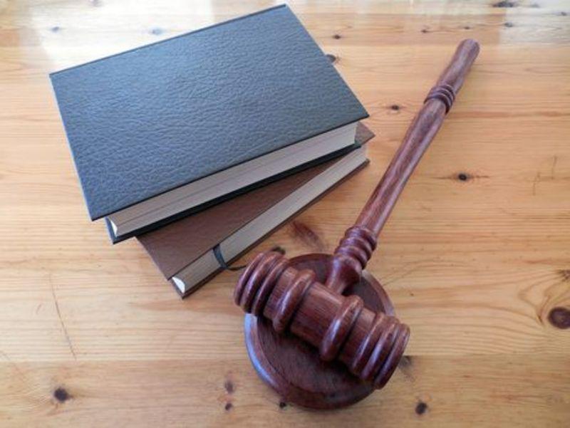 У Шепетівці судитимуть чоловіка, обвинуваченого в повторній нарузі над могилою