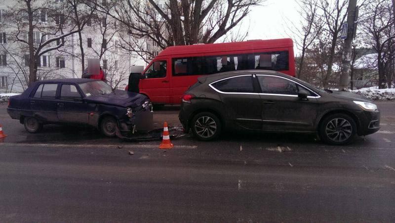 У поліції кажуть, що причина аварій - різні