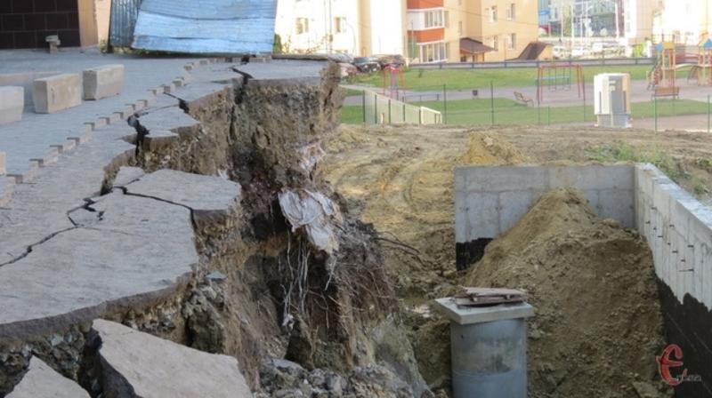 Зсув ґрунту в мікрорайоні Озерна стався у серпні минулого року