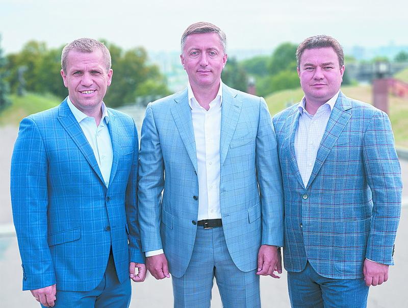 Сергій Іващук (праворуч), Сергій Лабазюк (у центрі) та Віктор Бондар звернулися до мешканців Хмельницької області