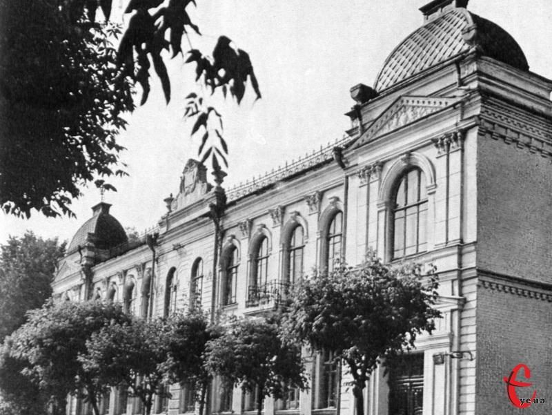 У будинку №38 вулиці Героїв Майдану 10 червня 1919 року заарештували полковника Армії УНР Петра Болбочана