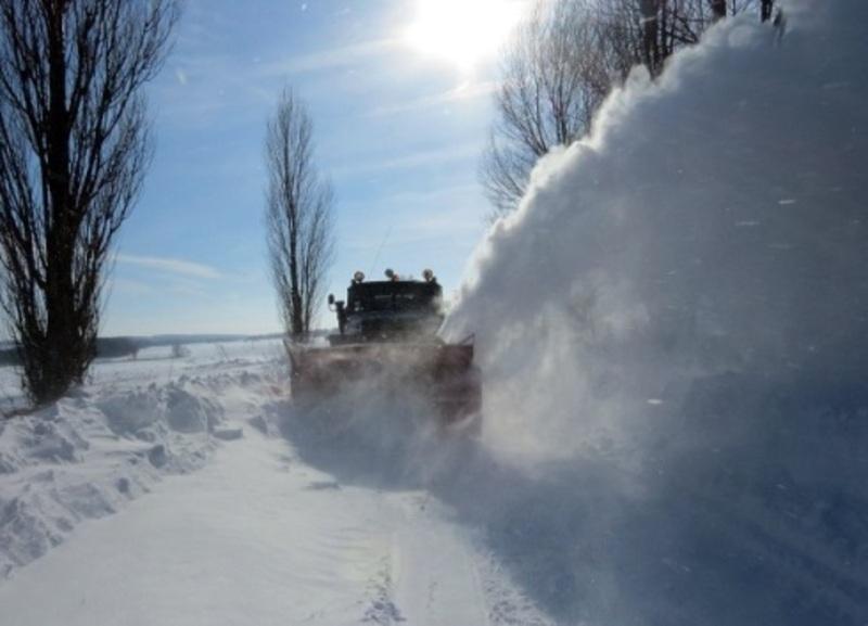 Автодорожники просять надавати перевагу у русі дорожній техніці, яка розчищає дороги від снігу