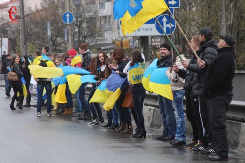 12 квітня 2014 року хмельничани створили «Ланцюг єднання»