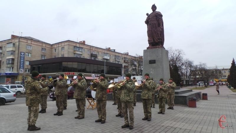Виступ відбувся перед пам'ятником Богдану Хмельницькому