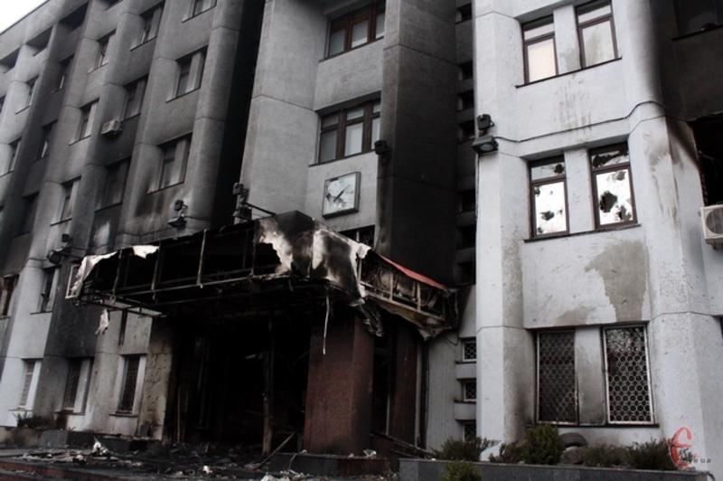 На ранок 20 лютого в Хмельницькому було відомо про п'ятьох поранених та одного загиблого в результаті стрілянини під Хмельницьким СБУ