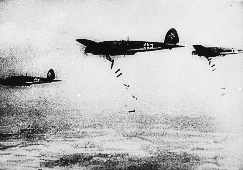 30 червня 1941 року ворожі літаки бомбардували Кам'янець-Подільський