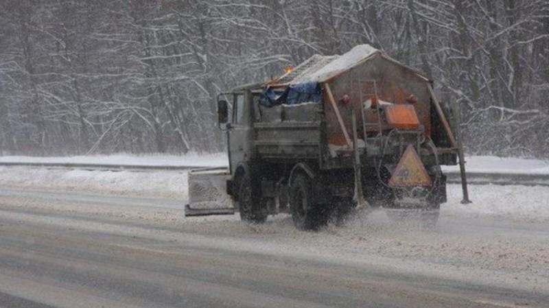 На дорогах Хмельниччини працює снігоприбиральна техніка