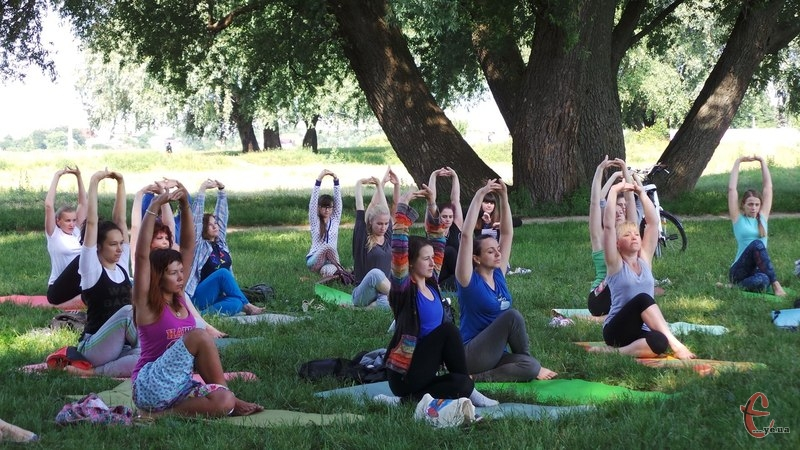 """Фестиваль """"Green Fest"""" розпочався із йоги"""