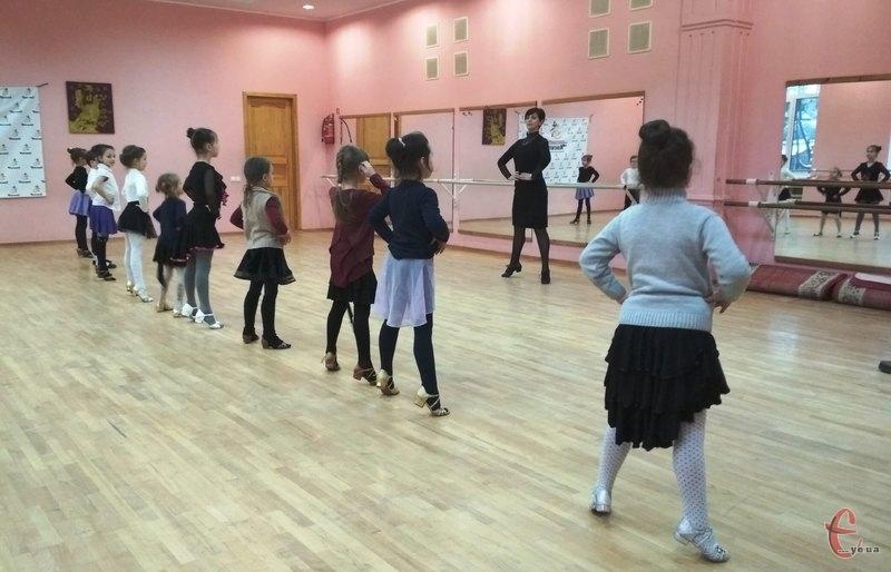 Навчатися бальним танцям діти починають з чотирьох років
