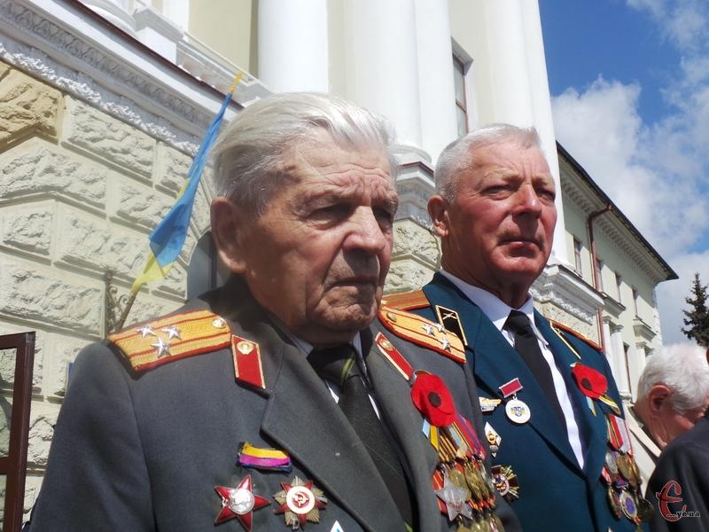 Ветерану Миколі Сенькову 92 роки, і він добре пам'ятає війну