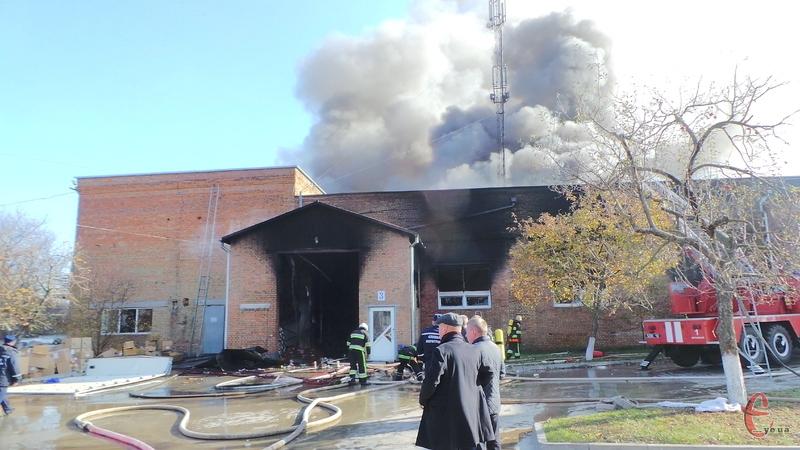 Вогнеборці врятували суміжні приміщення від знищення