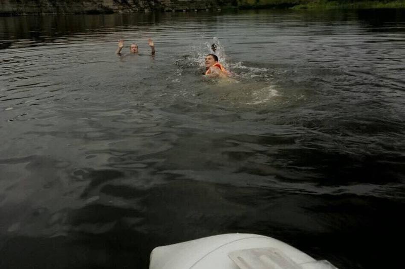 Надзвичайники врятували 2-х чоловіків, які ледь не потонули у річці Дністер