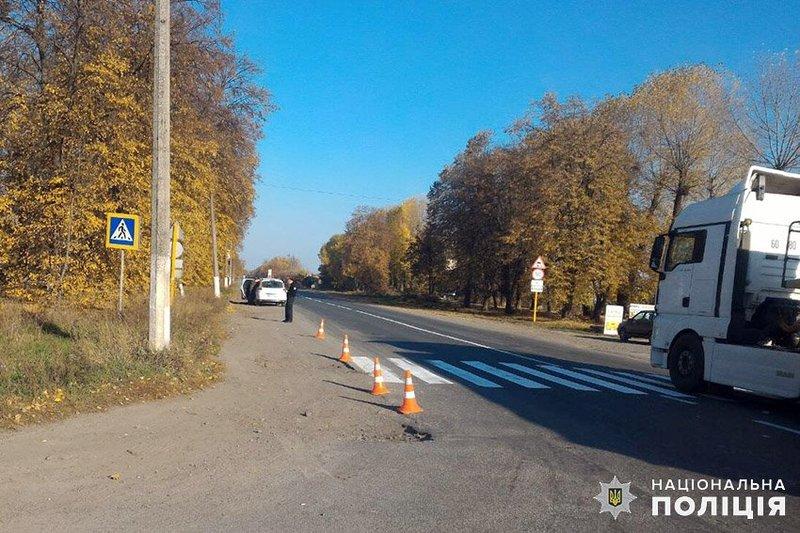 39-річний житель Житомира виїхав на узбіччя зустрічної смуги та збив 21-річну місцеву жительку