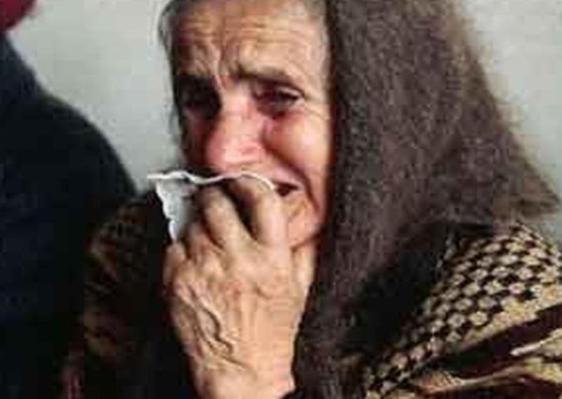 Бабуся принесла усе, що мала - 12 тисяч гривень, але почала просити, щоб їй хоч щось залишили на прожиття.