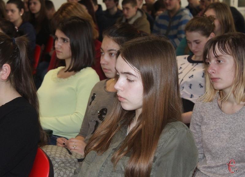 Більшість з тих, хто взяв участь у проекті, це учні та студенти міських професійно-технічних училищ