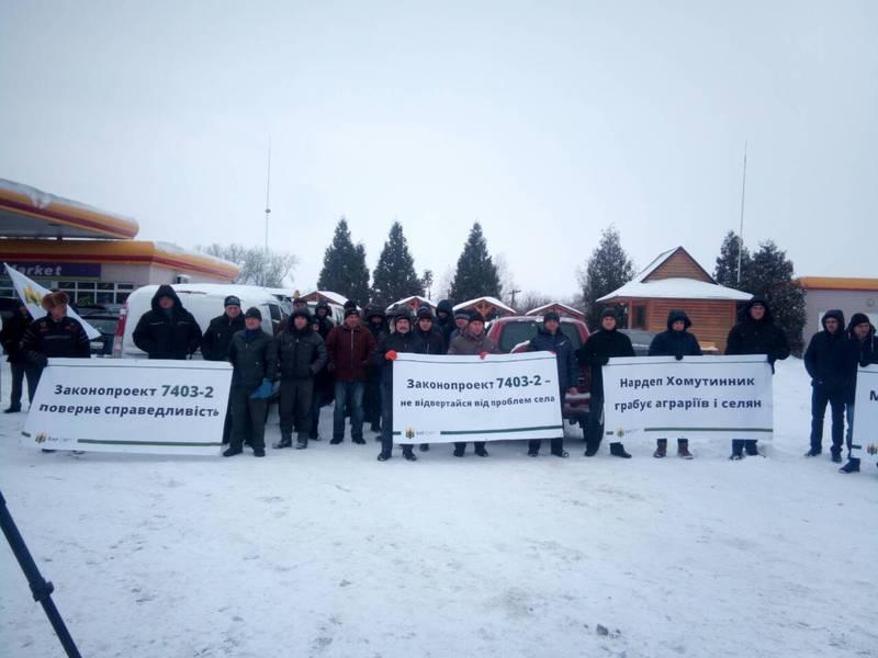 20 березня, о 10.00 аграрії з усієї України почали безстрокові акції з перекриття основних автомагістралей країни
