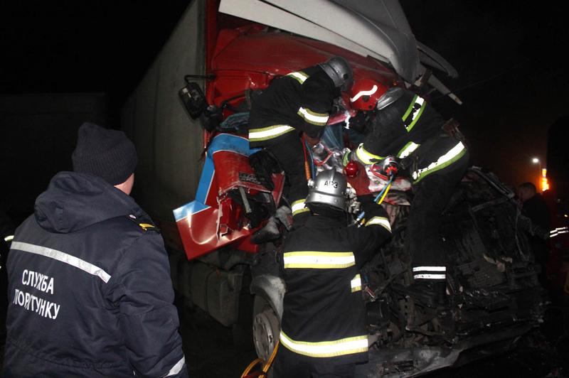На місце аварії невідкладно прибули рятувальники ДСНС, медики та поліція