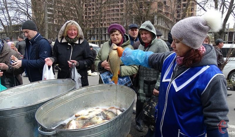 Рибу на ярмарку продавали по 50 гривень за кілограм