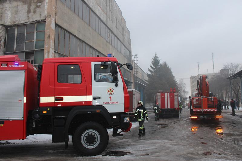 Хмельницький: вогнеборці ліквідували пожежу на меблевому складі