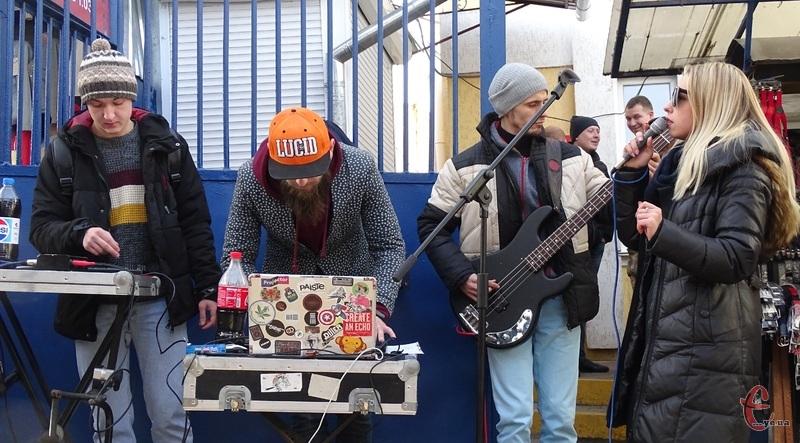 Сьогодні на речовому ринку звучала жива музика