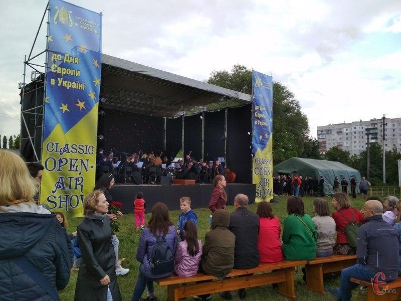 Хмельничани слухали класичну музику під відкритим небом. Фото: автора