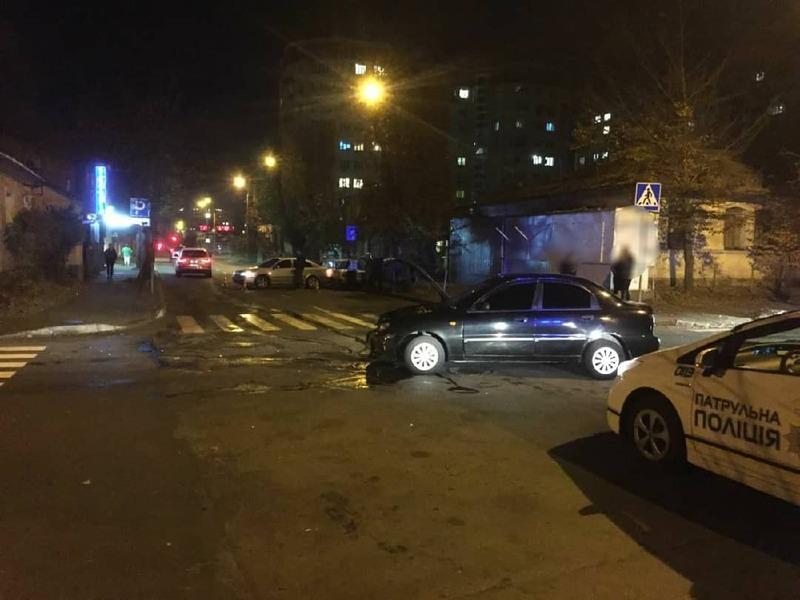 В Хмельницькому на нерегульованому перехресті вулиць Грушевського та Вайсера сталась ДТП
