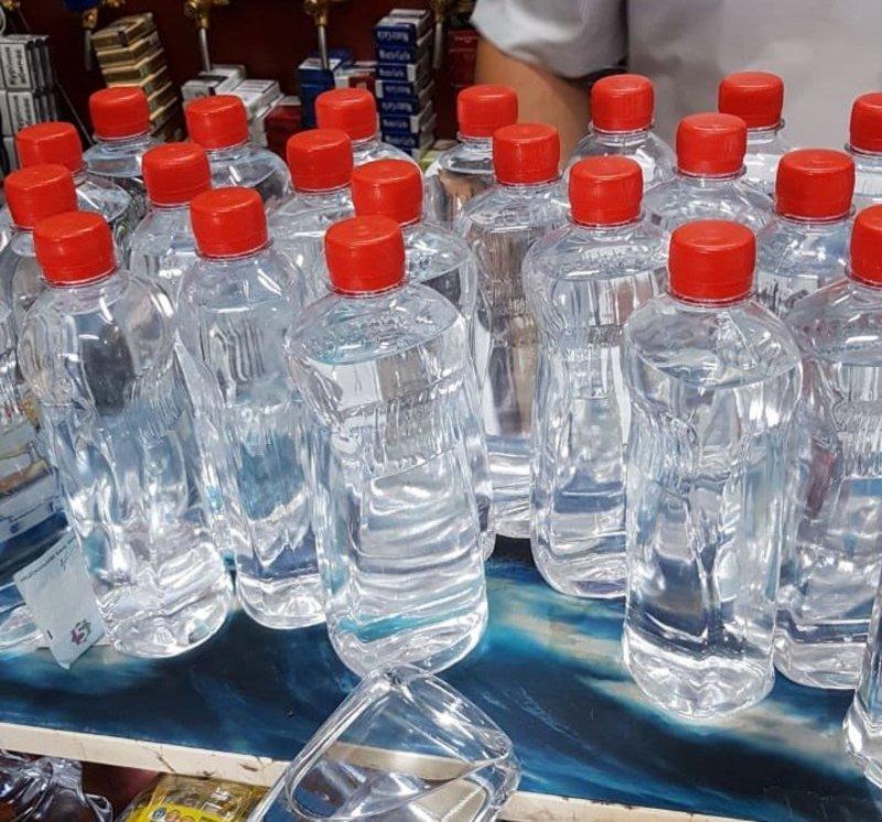 Незаконно виготовлений алкоголь, розлитий в ПЕТ-пляшки різного об'єму без марок акцизного податку встановленого зразка, продавали з кіоску