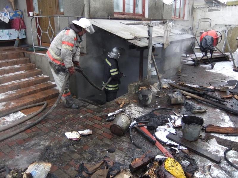Рятувальники ліквідували пожежу в підвальному приміщенні житлового будинку