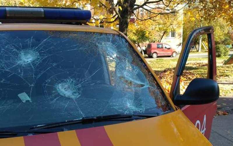 Загалом чоловік наніс не менше 9-ти ударів сокирою по автомобілю